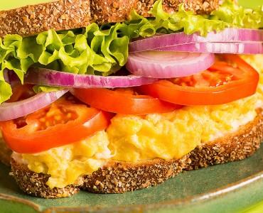 Sanduíche com Ovos mexidos