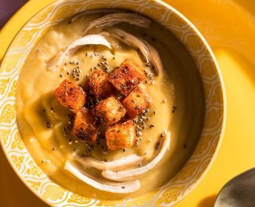 Creme de batata doce e frango com croutons funcionais