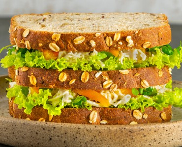 Sanduiche de frango com damasco