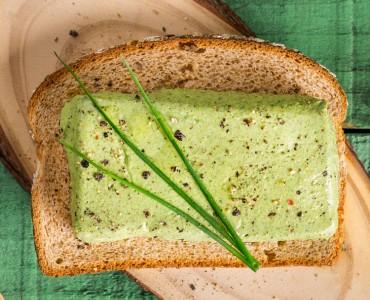 Terrine de espinafre e frango sobre o Pão