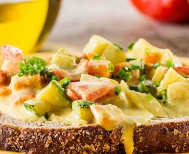 Curry de vegetais no pão integral