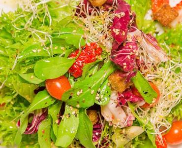 Salada funcional com crispies