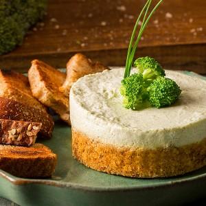 Panna cotta de brócolis com base crocante