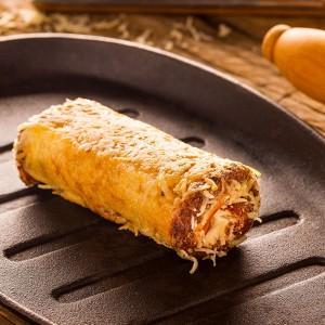 Rolê crispy de queijo e peito de peru