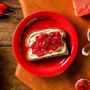 Toast com geleia de melancia e pimenta