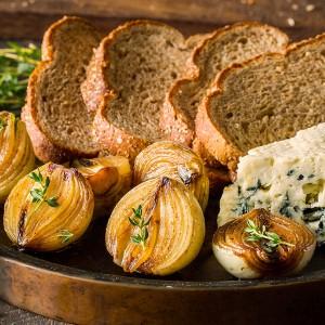 Cebolas carameladas no balsâmico acompanhadas de Pão Integral