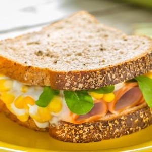 Sanduíche de Peru e creme de milho