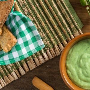Mix de torradinhas com pasta de ervas finas