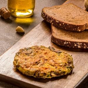Ovos mexidos com cogumelos frescos e pão integral