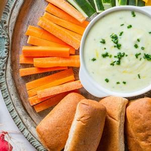Crudités de legumes, molho de iogurte e Nutrellinhas