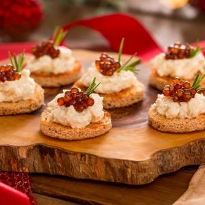 Canapés de palmito com caviar de tapioca