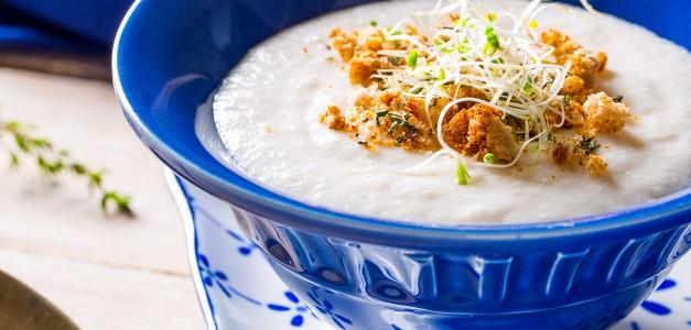Sopa Fria de Palmito com Crocante de Ervas