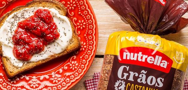 Toast de queijo branco e geleia caseira de morango
